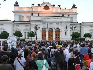 България избухна в протести с искания за оставка на социалистическото правителство