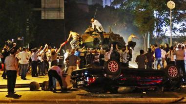 la-fg-turkey-coup-pictures-20160715-028